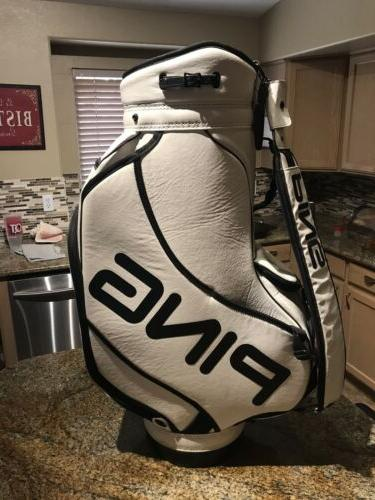 tour staff golf bag condition is new